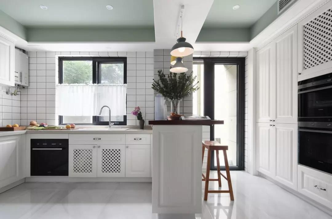 歐式風格大房子廚房帶吧臺設計圖片