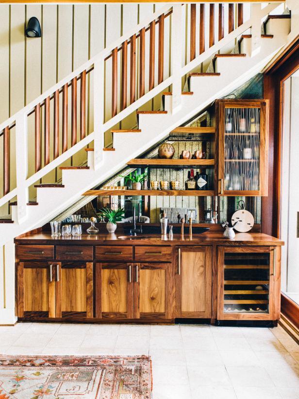 2019北美風格復式樓梯下儲藏室設計圖片