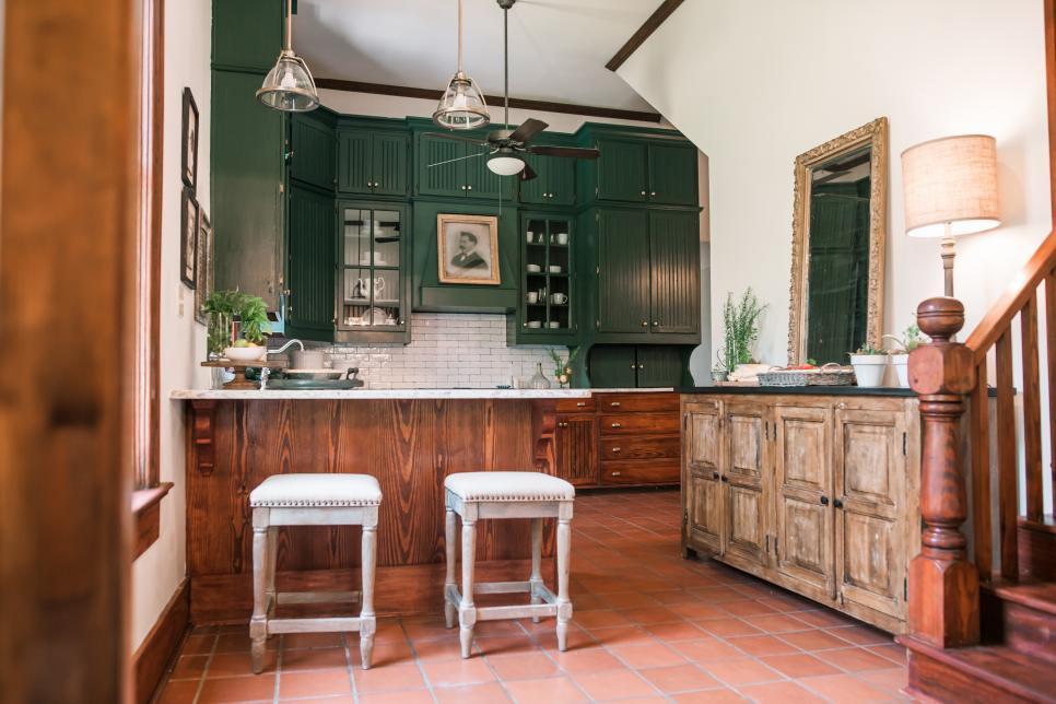 2019美式鄉村風格開放式廚房墨綠色櫥柜設計圖片