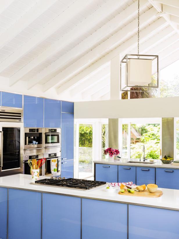 2019小型山間別墅廚房清新藍色櫥柜布置圖片