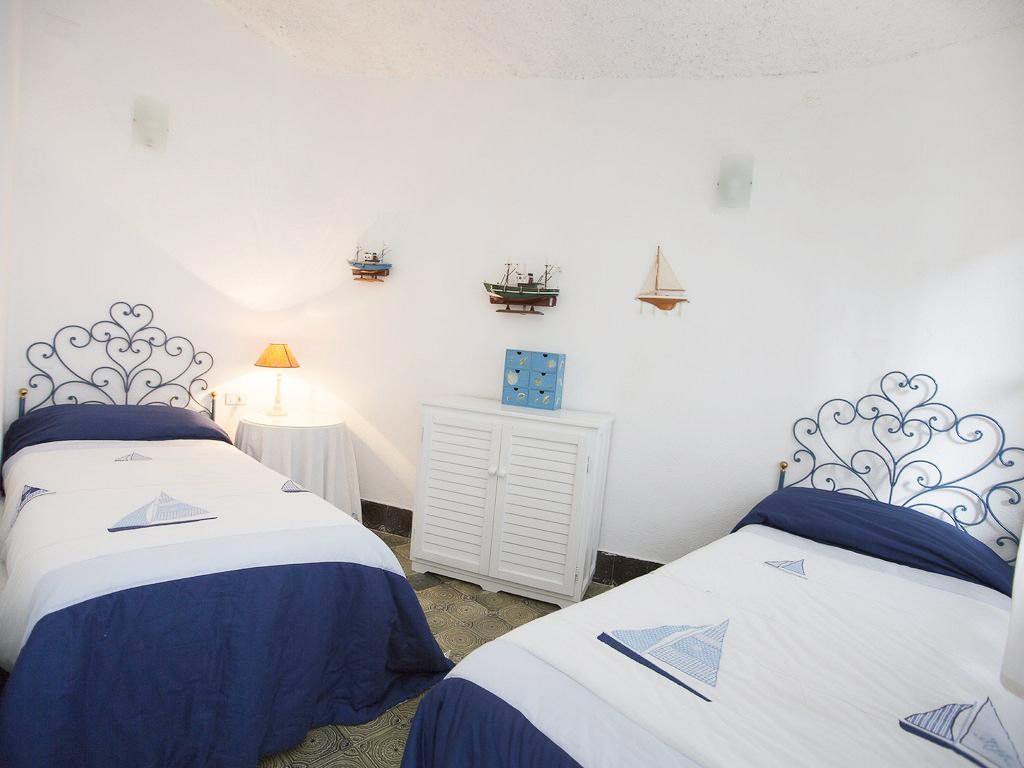 別墅地中海風格床設計