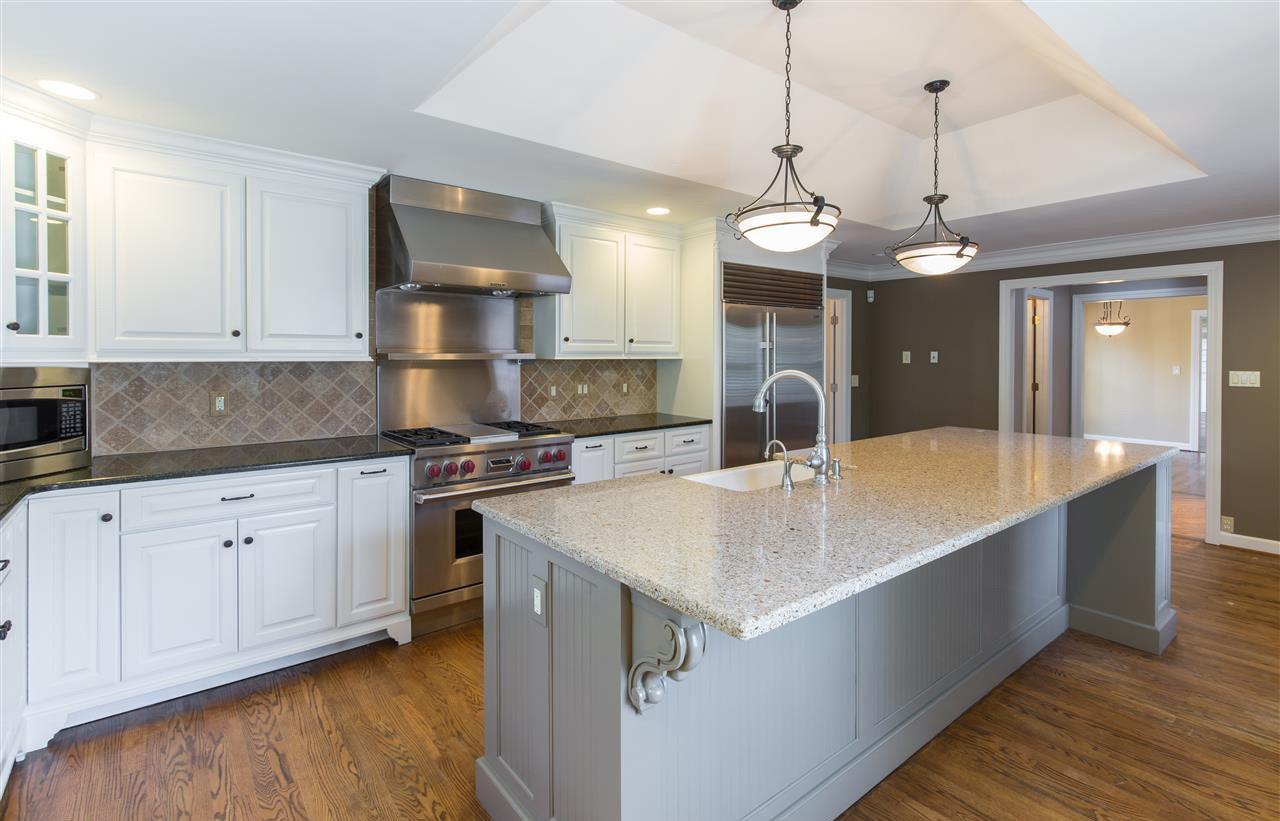 別墅簡歐廚房裝修大理石吧臺臺面裝修效果圖片