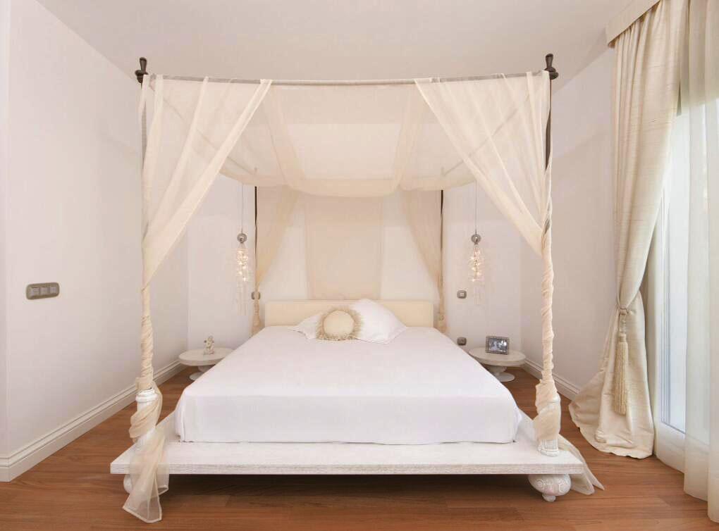 白色臥室四柱床家裝圖片一覽