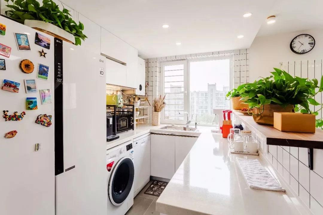 單身公寓樣板房白色小廚房裝修圖片欣賞
