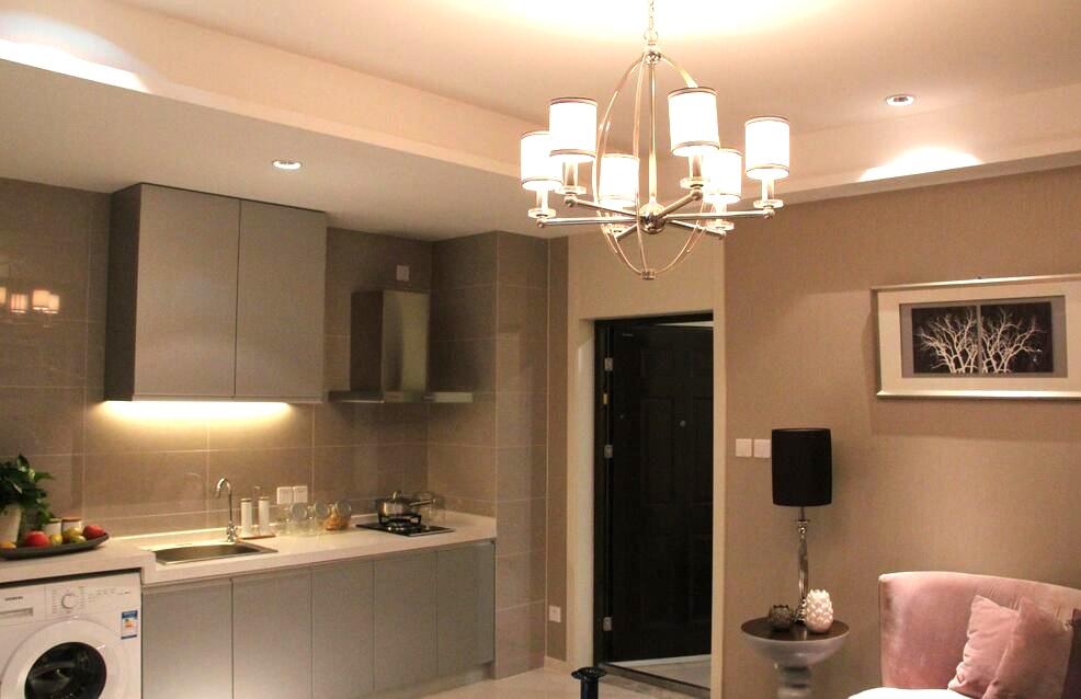 單身公寓樣板房進門廚房裝修設計賞析
