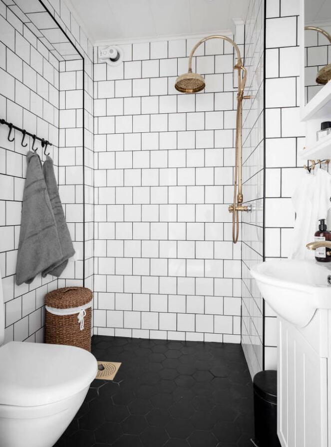 單身公寓樣板房衛生間白色墻磚裝修設計圖