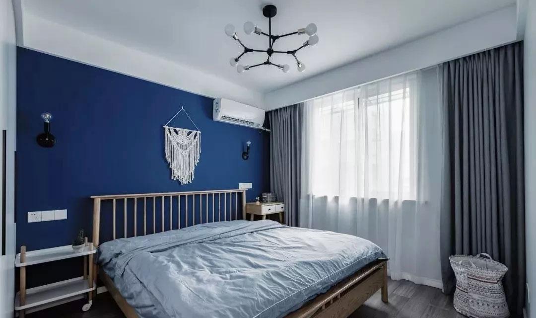 單身公寓樣板房臥室藍色背景墻裝修賞析