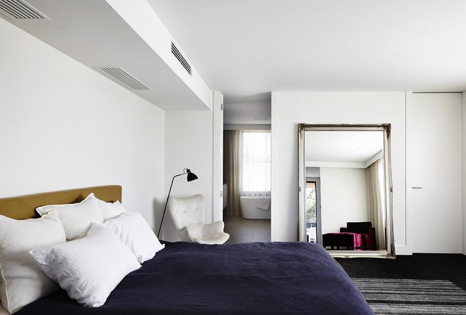 二室二廳樣板間臥室穿衣鏡圖片