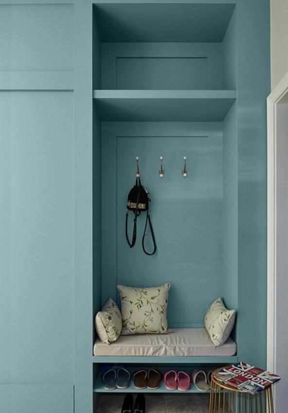房屋藍色玄關衣帽架設計裝潢效果圖