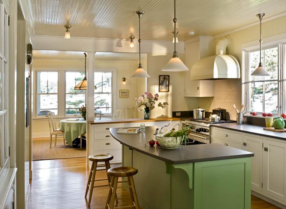 高級廚房帶吧臺裝潢設計效果圖