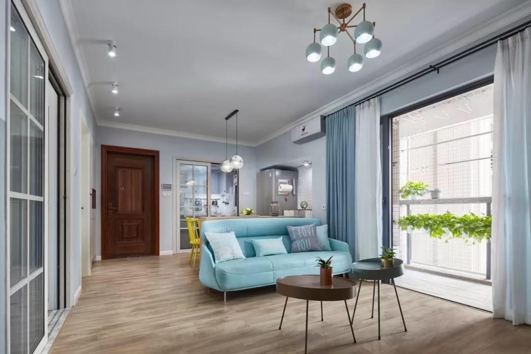 簡約北歐風格110平米三居客廳淺藍色沙發擺放圖