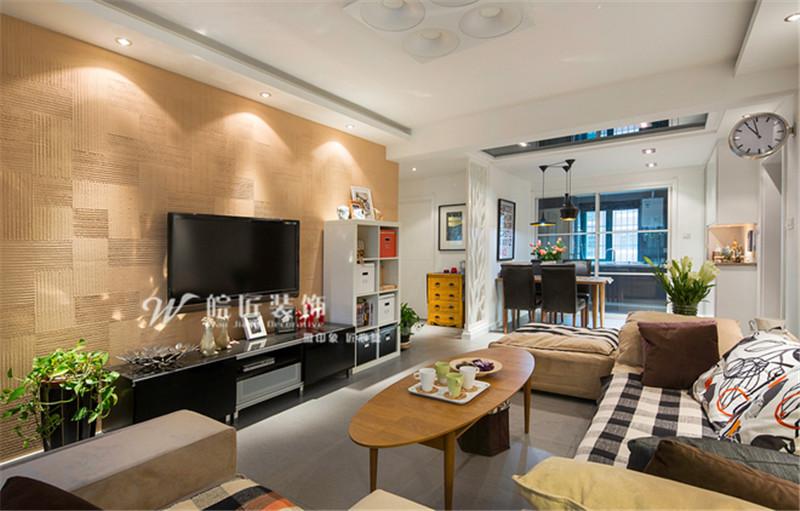 簡約風格117平米三居客廳實木電視墻設計圖