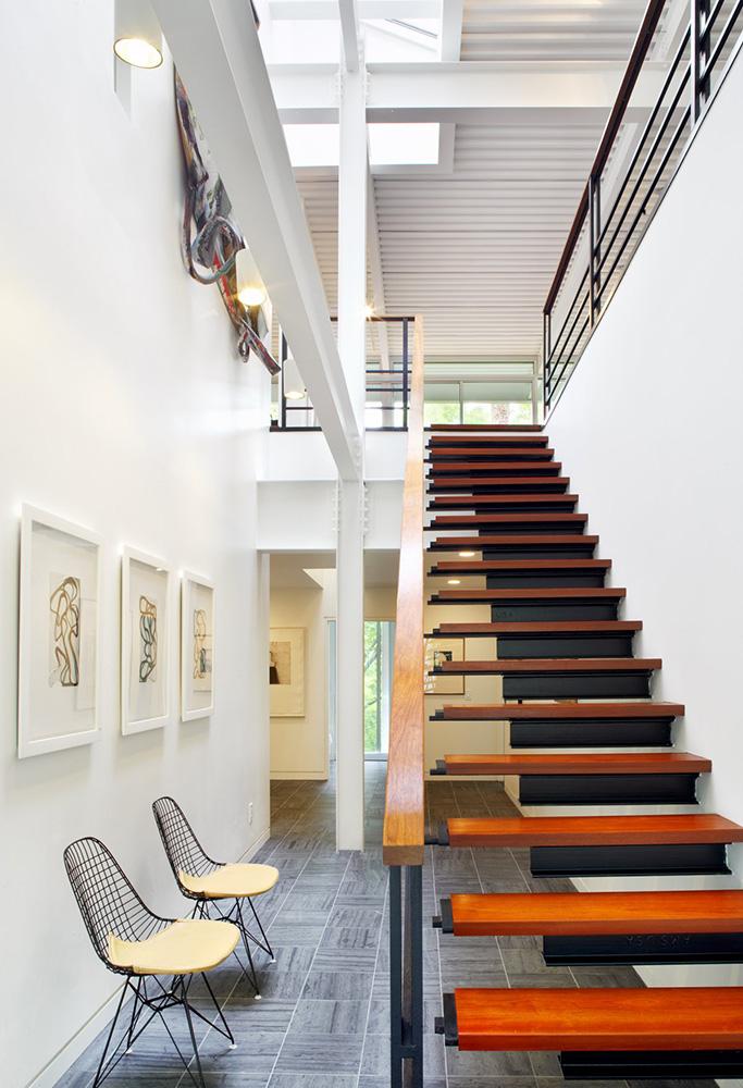 簡約豪華別墅木樓梯裝修設計效果圖片