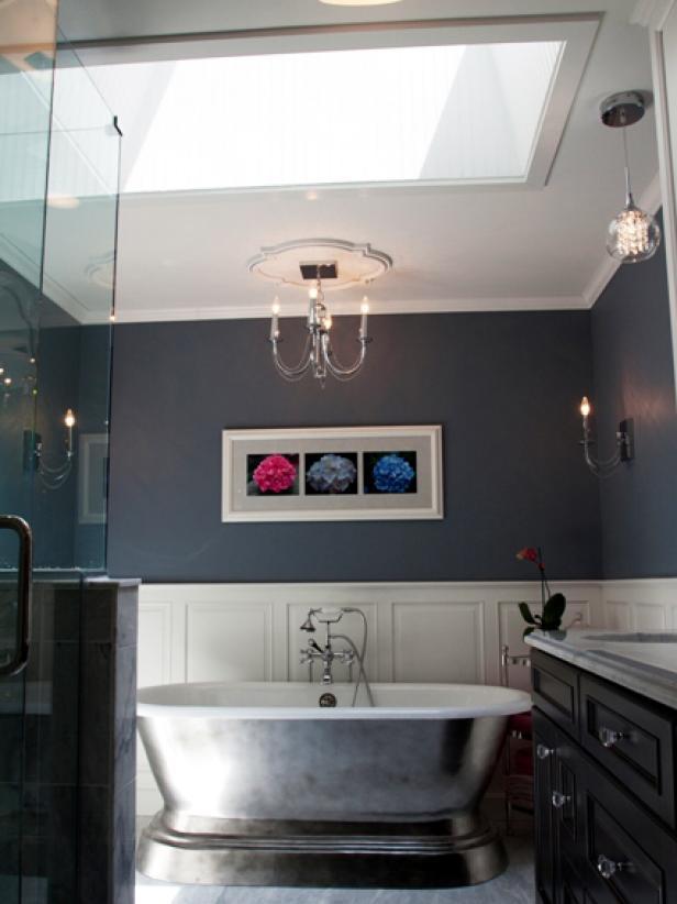 簡約美式風格家庭浴室背景墻掛畫布置圖