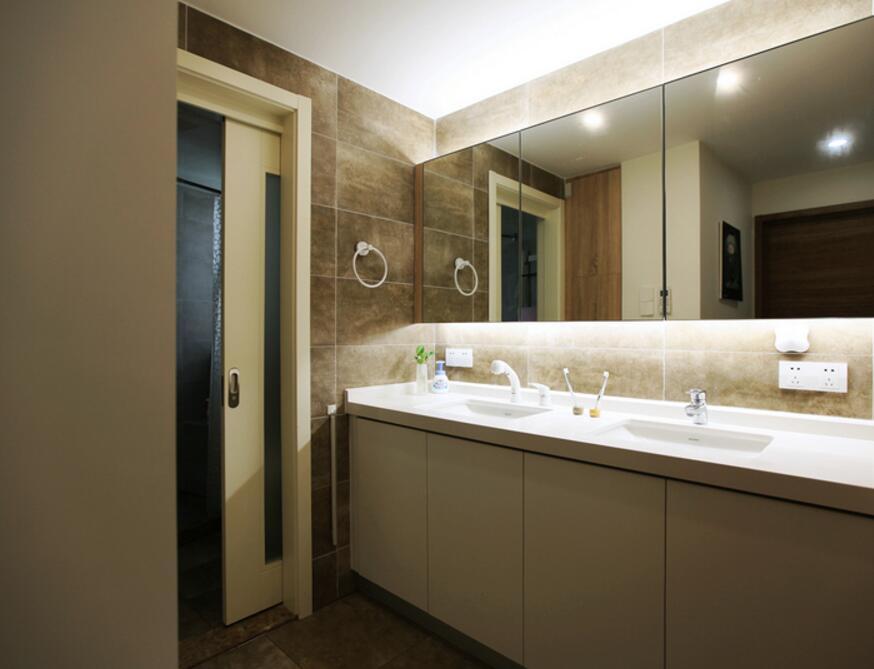 兩居裝修樣板房衛生間鏡子裝飾效果圖