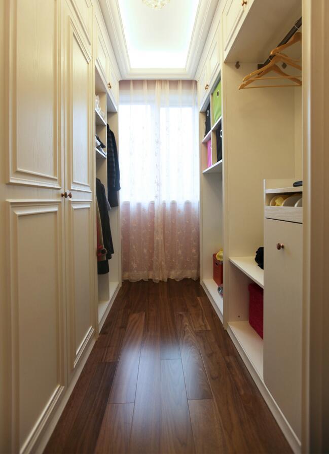 兩居裝修樣板房衣帽間簡單設計效果圖
