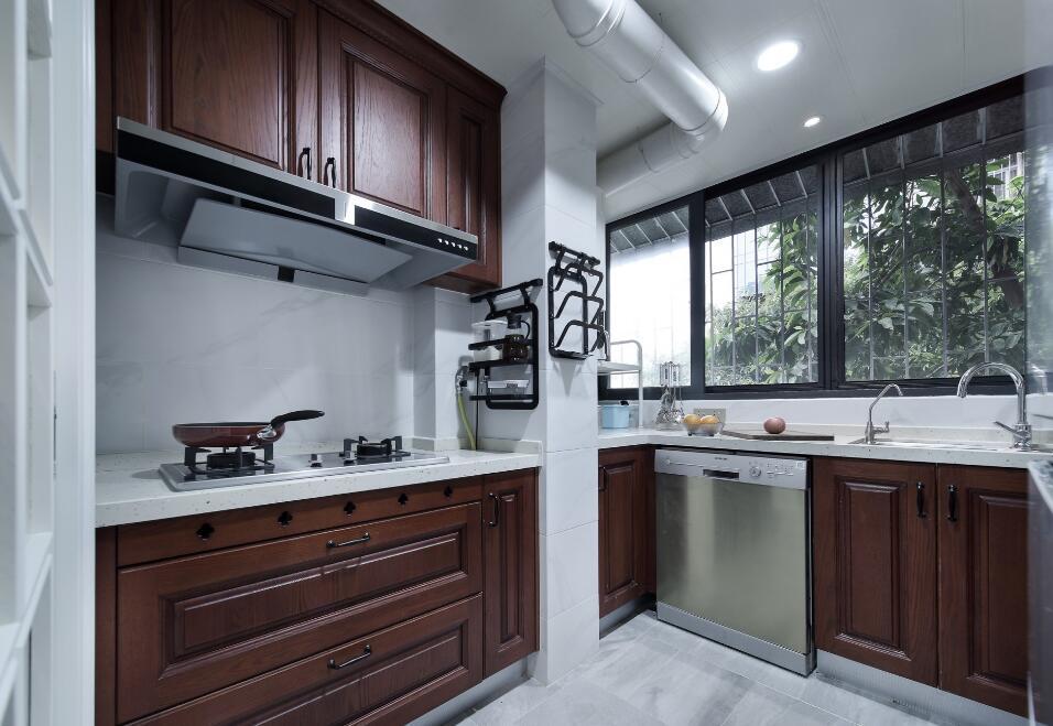 美式風格房子廚房實木櫥柜設計裝修圖片