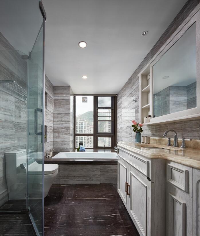 美式風格房子衛生間磚砌浴缸裝修效果圖