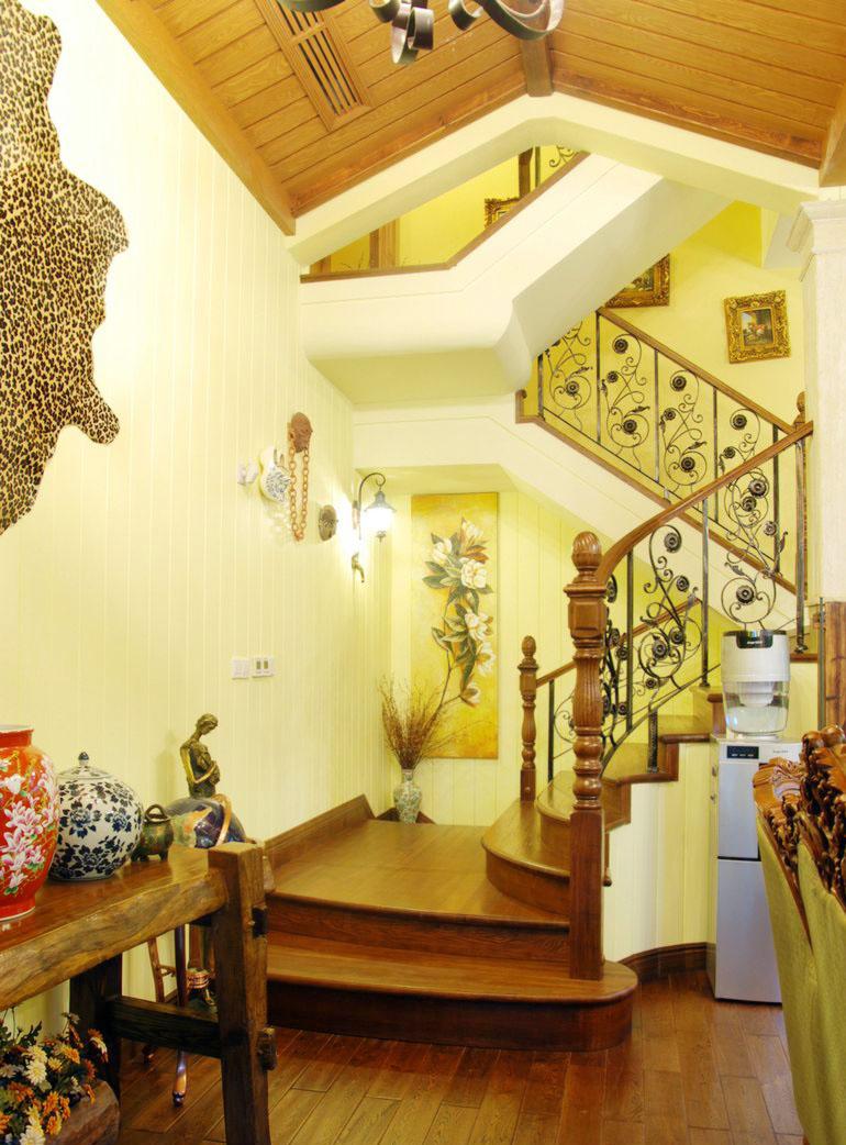 美式鄉村風格小戶型別墅樓梯裝修效果圖片