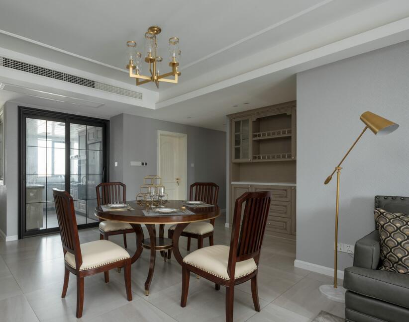 歐式風格兩居裝修樣板房飯廳擺放設計圖