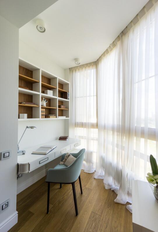 書房簡約白色窗簾布置效果圖片
