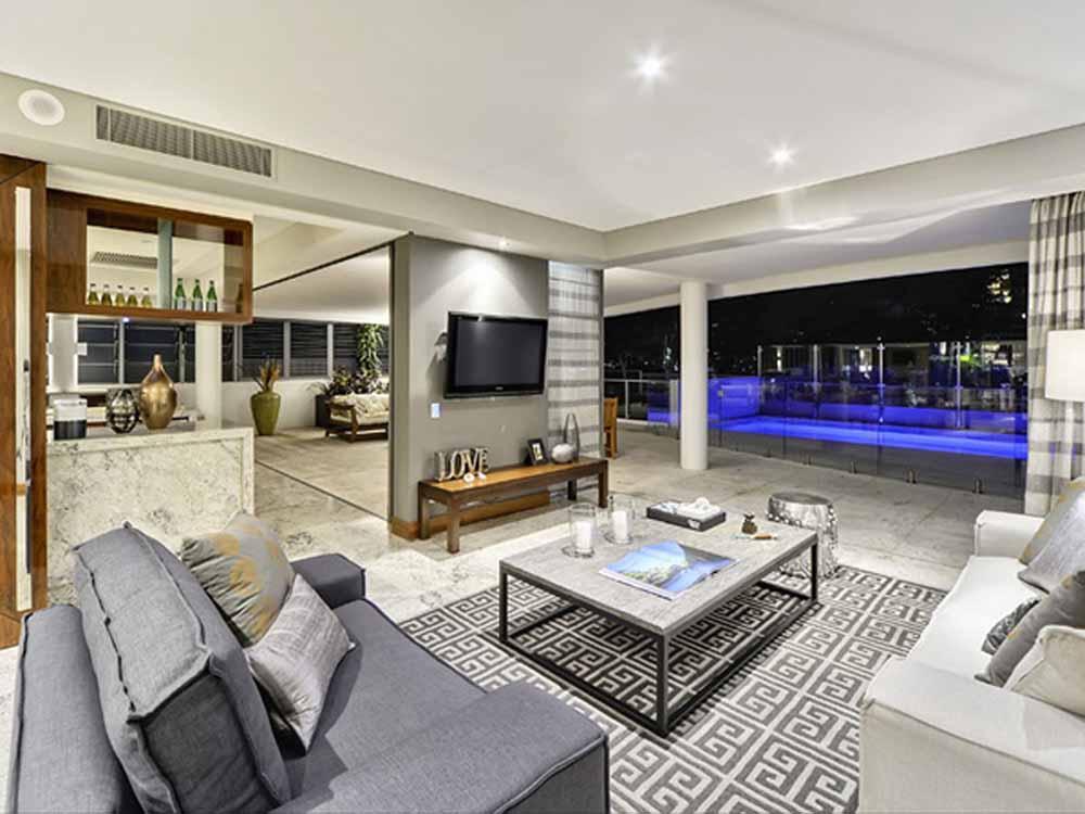 現代別墅客廳半隔斷電視背景墻設計效果圖