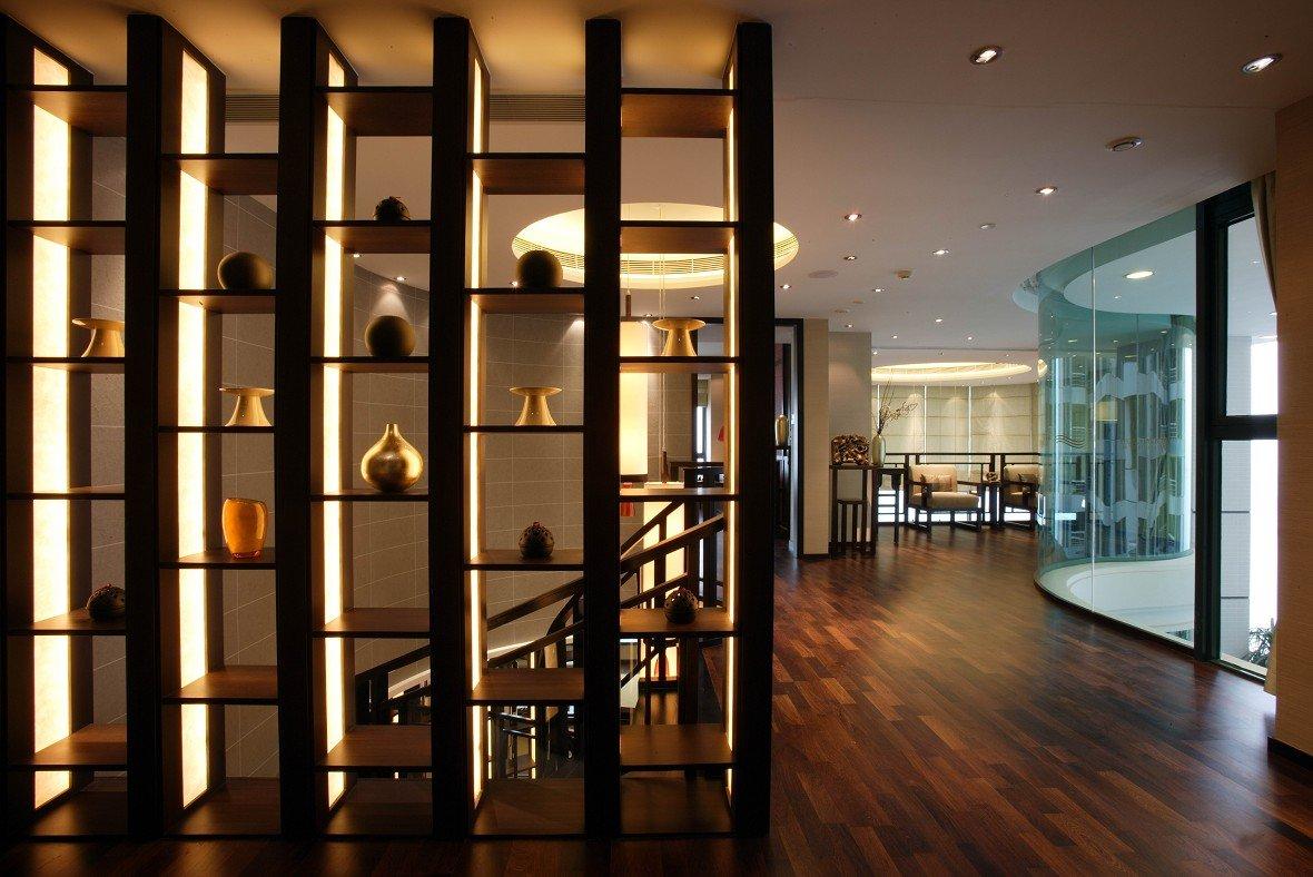 現代中式別墅室內博古架